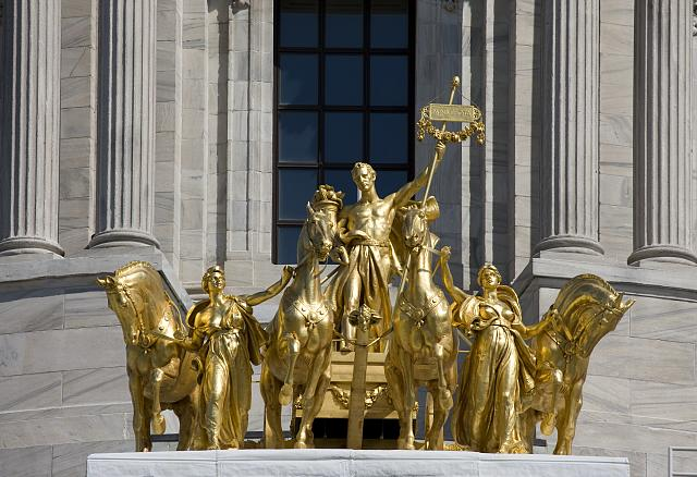 """Minnesota Capitol guilded quadriga """"The Progress of the State"""" sculpted by Daniel Chester French"""