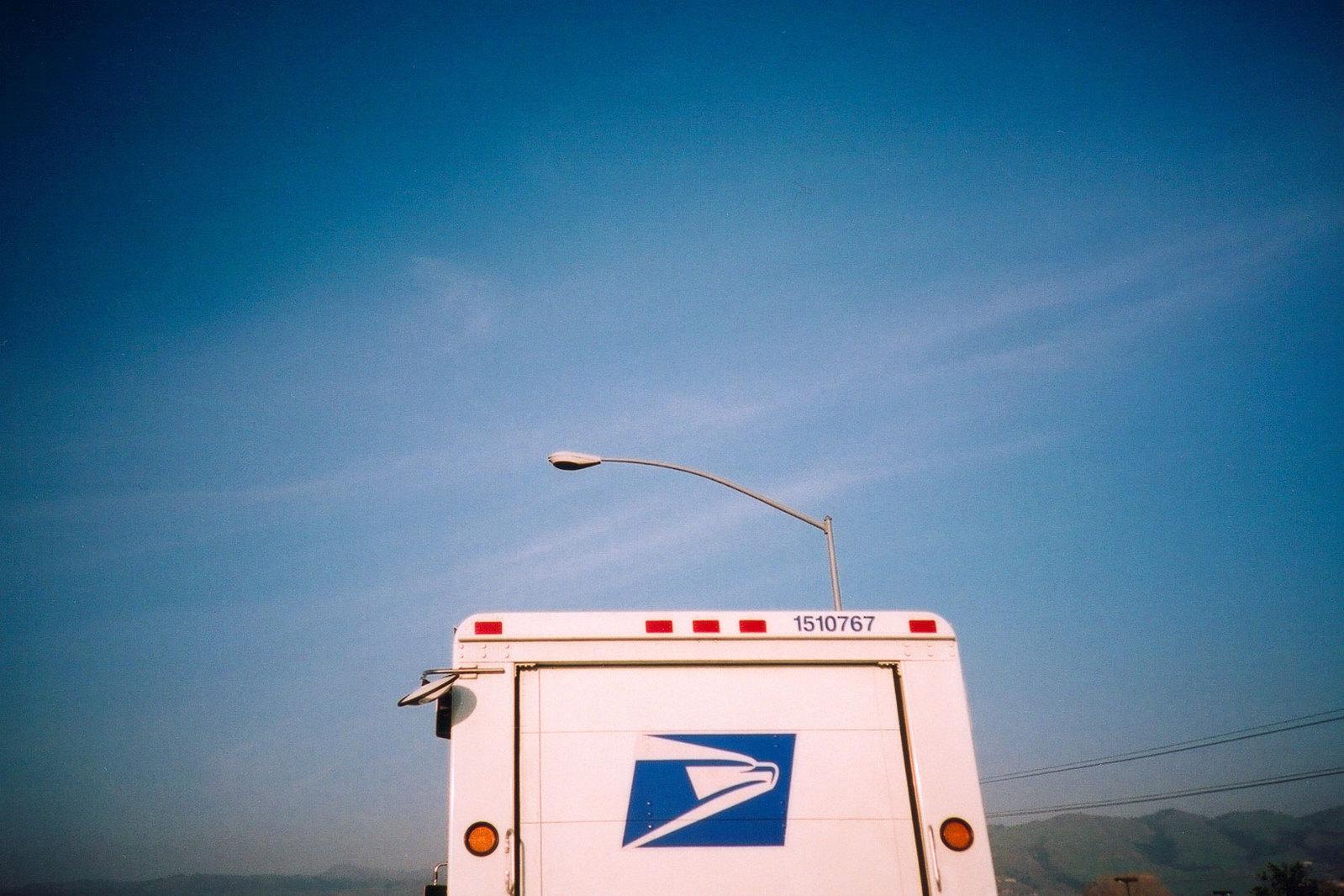 mail-truck-lomo-1513249-1599x1066